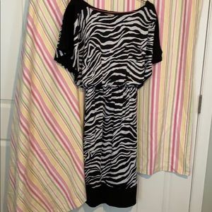 Zebra dress with short sleeves